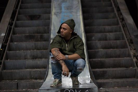 Osmar escalator squatting